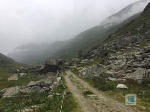 Grosse Brocken auf dem Weg zur Alp