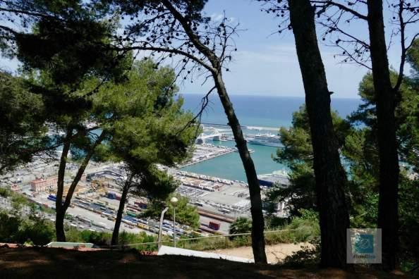 Blick runter in den Hafen von Barcelona