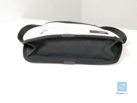 Voll befüllt mit Smartphone, zwei Akkus, AirPods und drei Kabel