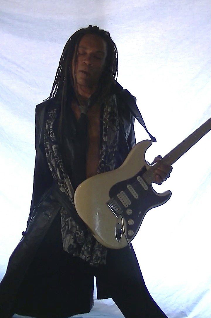 Does Newer Equal Better: 2009 American Deluxe Stratocaster HSS