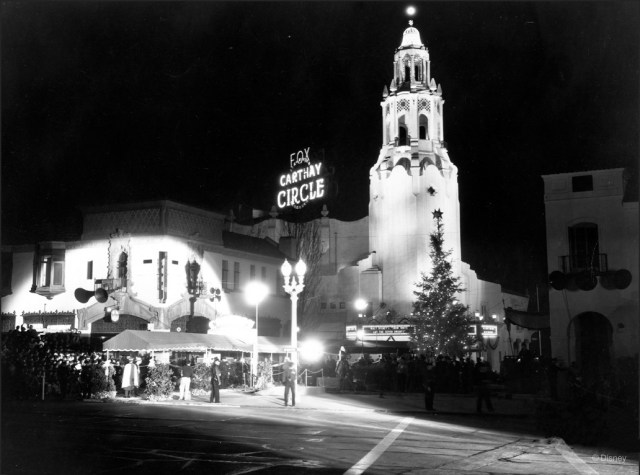 Carthay-Circle-Theatre-at-the-premiere-of-%E2%80%9CSnow-White-and-the-Seven-Dwarfs%E2%80%9D-December-21-1937-1.jpg