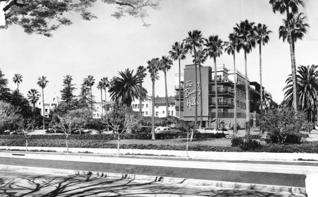 Exterior view of the Beverly Hills Hotel on Sunset Boulevard, 1949
