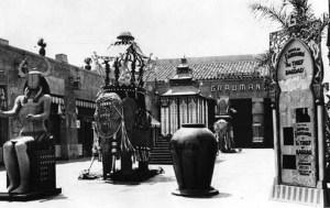 Grauman's Egyptian Theater, Hollywood Blvd