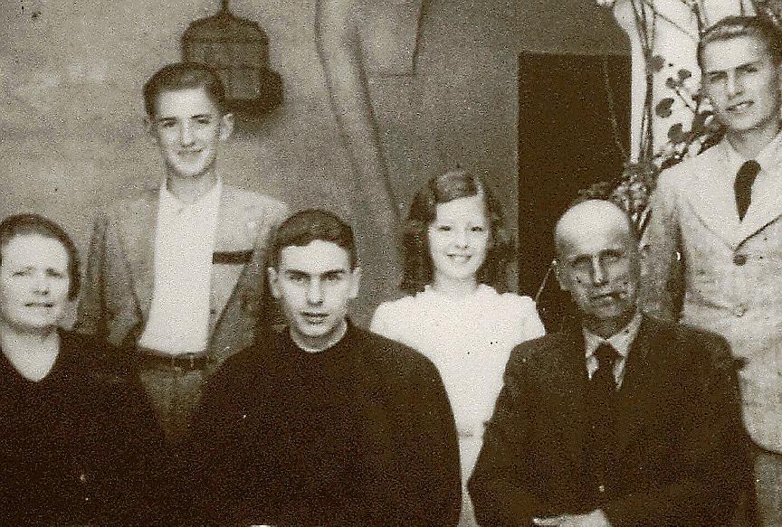 El mártir Juan Huguet con su familia.