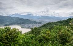 Vaade Phewa järvela ja Pokhara linna The Peace Temple platvormilt