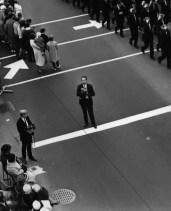 L43910 Cameraman on street
