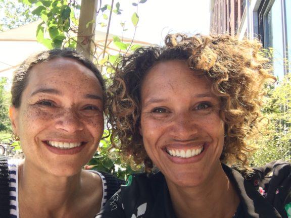 zusjes Georgie en Maruga oprichters Kichinichi geboortekaarten