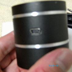 振動スピーカー ケーブルを