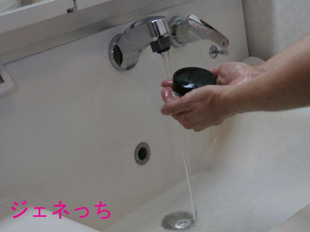 天恵石鹸手洗う