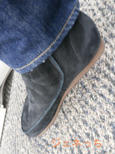 遊歩道ブーツ横からみた