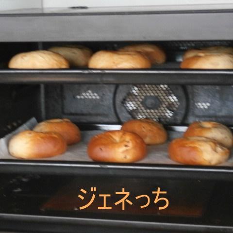 パン焼き上がりました。ベーグルパン