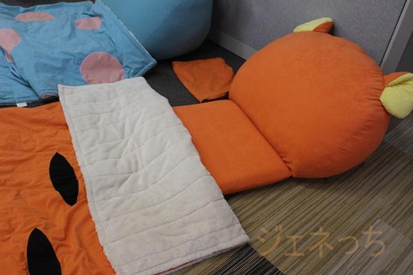 うたた寝クッションと寝袋付きティガー 内側ボアで暖かです