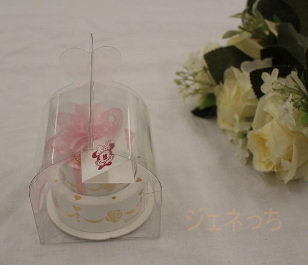 お誕生日ケーキのような箱、誕生石の入ったネックレス