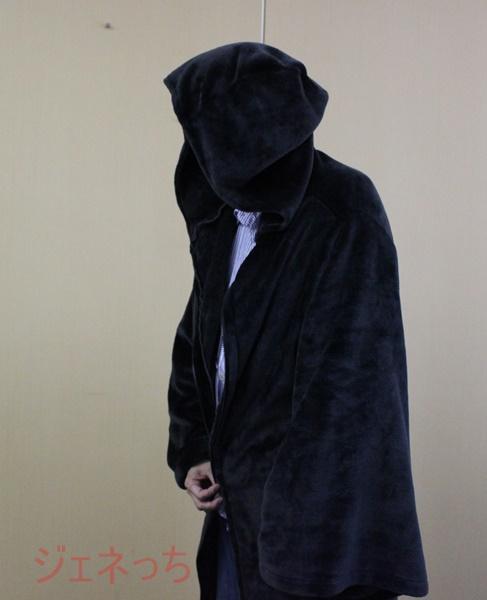 なりきりローブ毛布 黒 横から