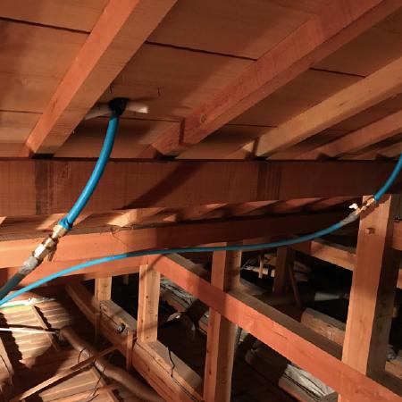 屋根裏配管