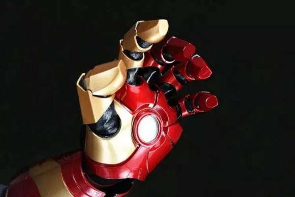 Marvel Iron Man Laser Glove Replica -MARVELOFFICIAL.COM