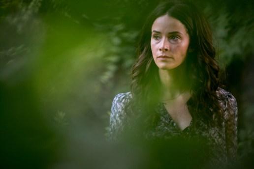 Abigail Spencer as Amantha Holden- Rectify _ Season 4, Episode 8 - Photo Credit: Jackson Lee Davis/Sundance TV