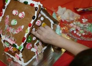 preschooler's gingerbread house