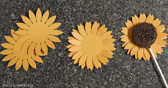 Sunflower Oreo Pops layers