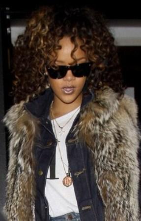 20111115-Rihanna-Mi-Moneda-Necklace