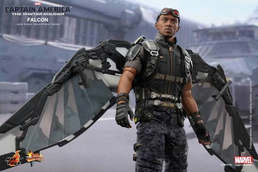 Hot Toys Falcon Figure Fully Revealed Photos & Order Info ...