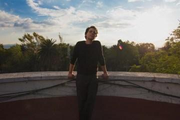 """Ulises Hadjis estrena dos adelantos de su próximo disco: """"Ulises Nadie"""" y """"Corazón en Vano"""""""