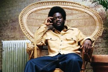 "El esperado tercer álbum de Michael Kiwanuka ya está aquí, escucha ""KIWANUKA"""