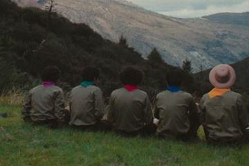 DRIMS se convierte en un grupo de boy scouts en su nuevo video: Encontrarnos