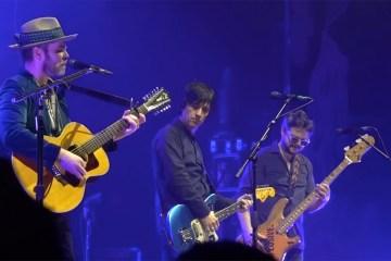 Mira a Supergrass covereando a The Smiths junto con Johnny Marr
