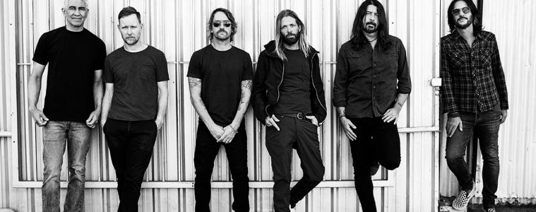 Foo-Fighters-Medicine-at-midnight-Taylor-Hawkins-Dave-Grohl