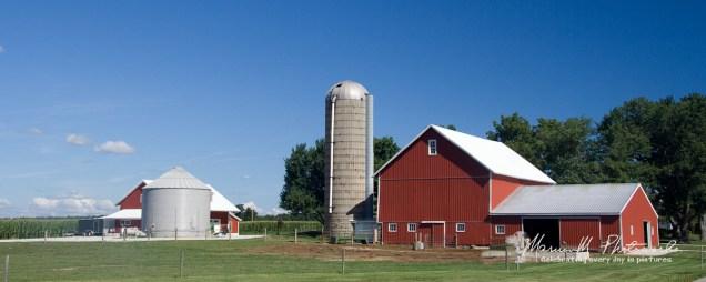 red barn near Middlebury Indiana