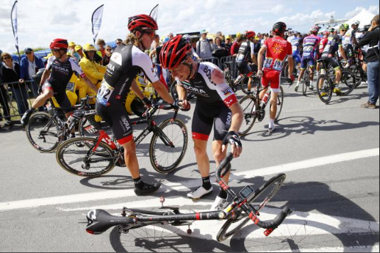 The unlucky Sam Bennett shortly after a horrible crash on stage 1.