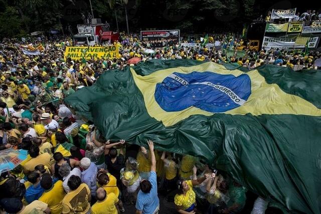 Brazil-protest-Photo-Agencia-Brazil-commons.wikimedia.org–wiki–FileCOLONProtestos_de_15_de_março_de_2015_em_São_Paulo-3.jpg