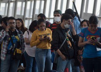 CIUDAD DE MÉXICO, 14MARZO2020.- Personas que asistieron al jóvenes que asistieron a la Edición 52 de La Mole Convention, celebrado en un importante centro de convenciones, portaron cubrebocas como medida de prevención ante la confirmación de más casos de coronavirus (COVID-19) en la capital. FOTO: MARIO JASSO /CUARTOSCURO.COM