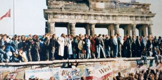 the_fall_of_the_berlin_wall_1989.jpg