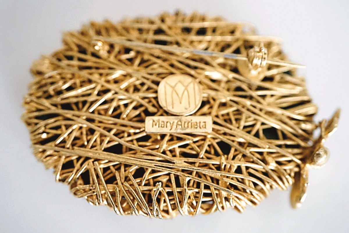 Brooch Tapazolli Collection