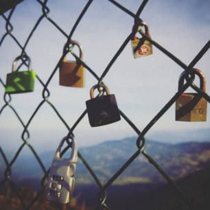 cafe-in-the-sky-love-lock-fence