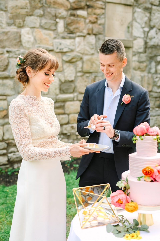 Groom and bride cutting their cake in NYC - www.marycostaweddings.com
