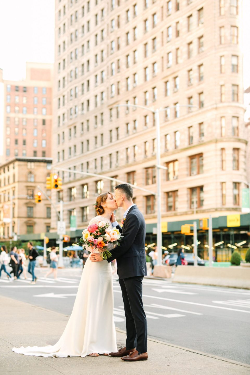 Bride and groom kissing with Flatiron Building