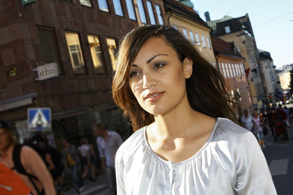 Maryem Nasri - projektledare, förändringskonsult och mångfaldsstrateg. Bild tagen av Fotograf Ida Frid på Götgatsbacken i Stockholm