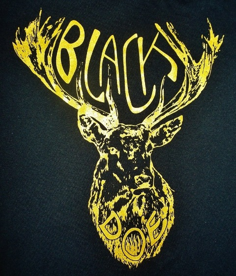 Black Doe T-shirt black & gold WEB