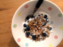 Yoghurt, blueberries, granola