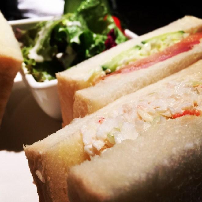 ぎっしり詰まった具沢山サンドウィッチに感激!