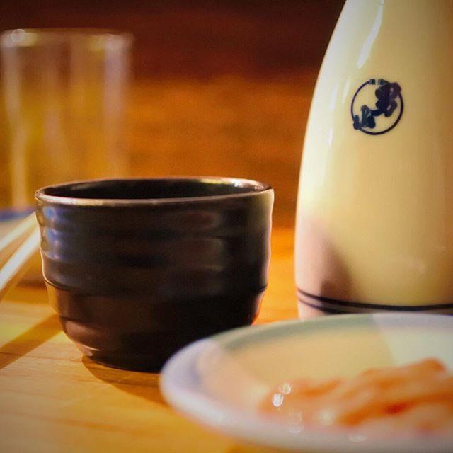 幸せの形は人それぞれ酒の飲み方も嗜好もそれぞれなんだかんだととやかく言うやつぁつまんねーよ。旨いってのは素敵なことんだ!#熱燗 #文化 #金富士 #日本 #グルメ #hokkaido #sapporo #japan #yammy #instafood #follow #followme #instagood #food #instagram #ノマサール条約#タベラサール条約