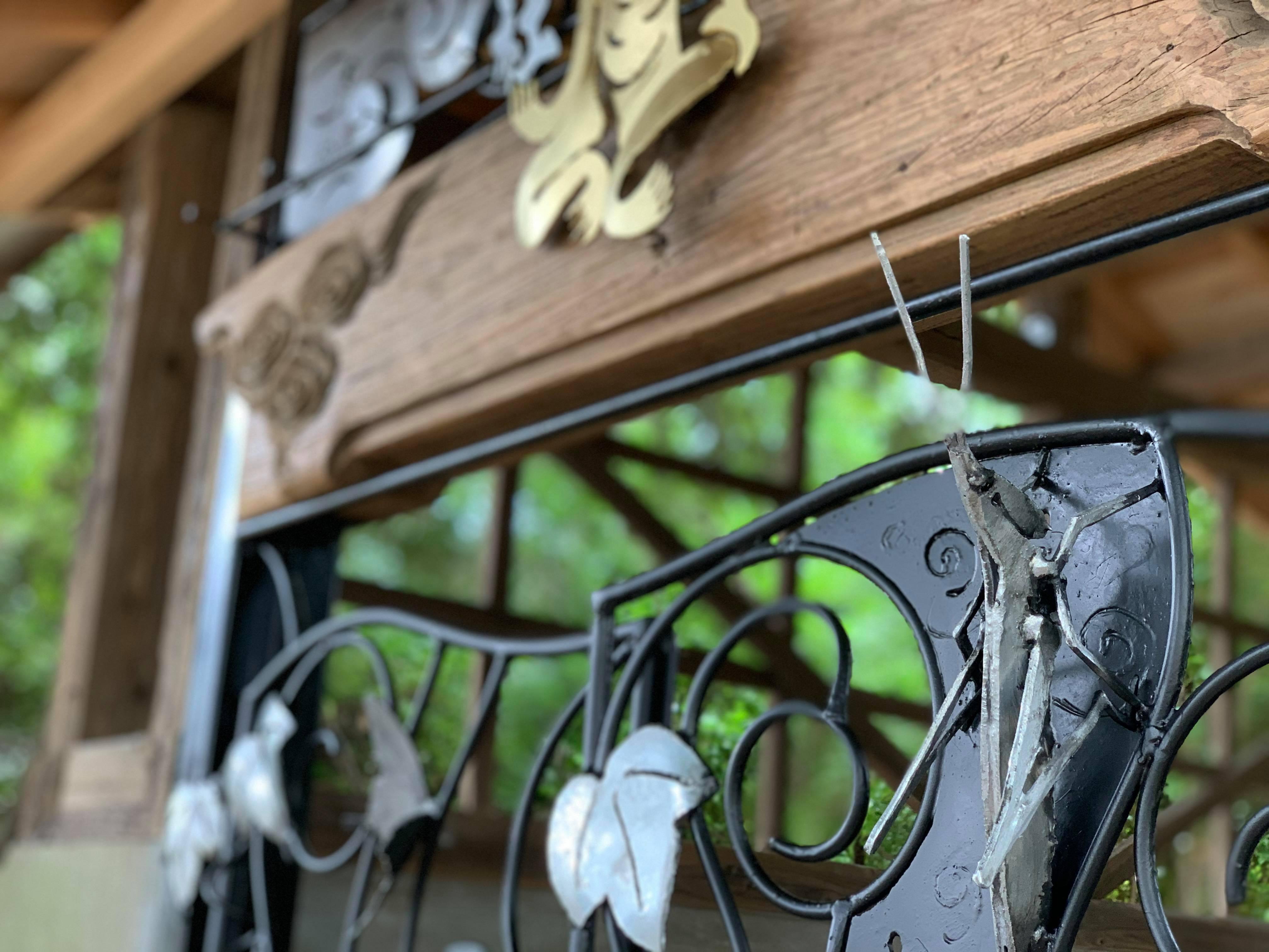 福岡県飯塚市鯰田の「疫神社」へアートな門扉を奉納いたしました