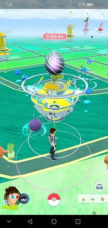 黄色チームが占拠中の相撲の土俵ジム。山王公園内。