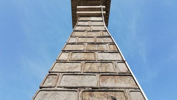 約10mの石灯籠