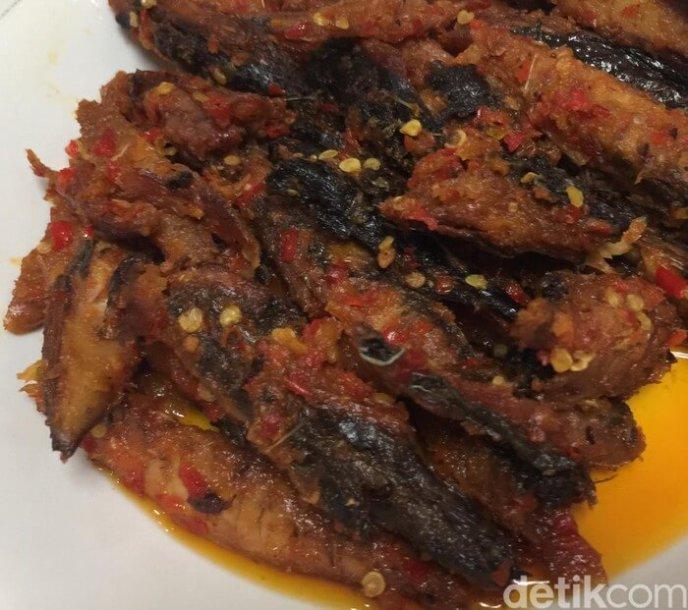 2. Resep Sahur Ikan Tongkol Asap Bumbu Cabe
