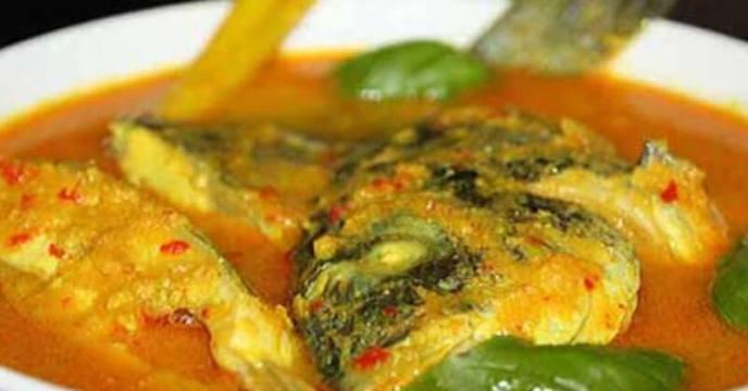 9. Resep Ikan Mujair Bumbu Kuning untuk Makan Siang