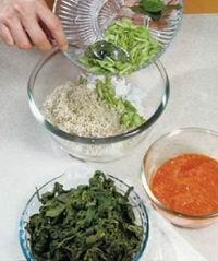 bahan-bahan untuk membuat buntil daun singkong
